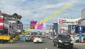 Billboard/bando di depan gramedia
