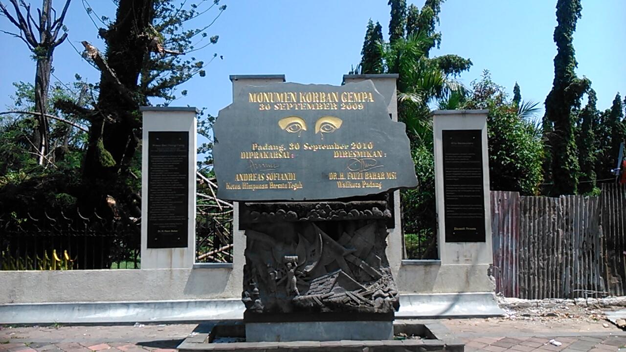 monumen-gempa-30-september-